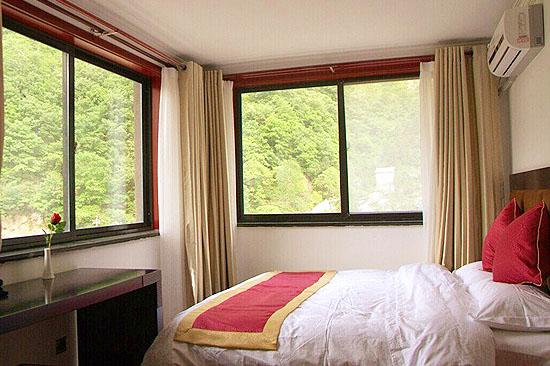 1.8x2.1 bed room (2)